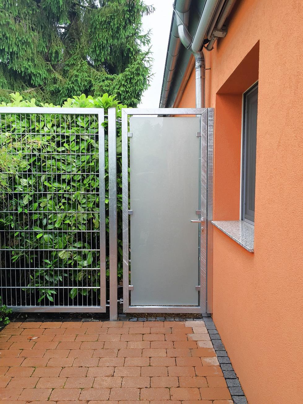 Gartentür aus Edelstahl