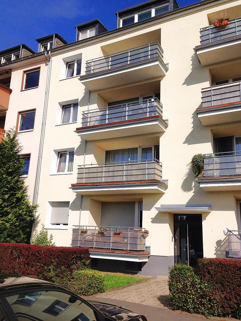 Balkone an Mehrfamilienhaus in Edelstahl