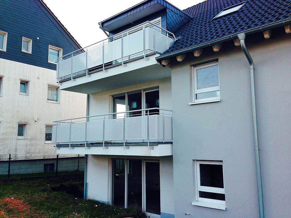 Außenbalkone in Edelstahl-/Lochblechtoptik
